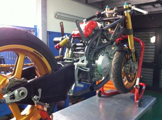SV 650 Rider Club. Suzuki 650 sv, carbu et injection  - Page 23 _thumb2_primo%20assemblaggio_IMG_1457